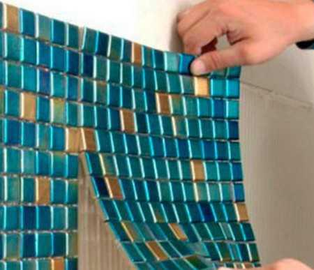 Укладка мозаичной плитки на сетке своими руками