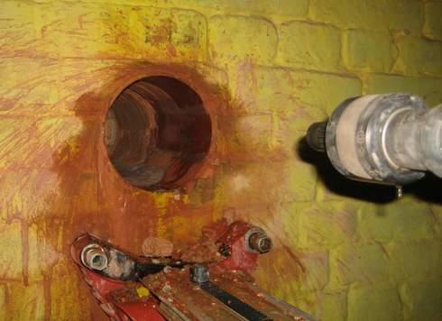 Как просверлить отверстие в бетонной стене?