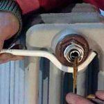 Крепление чугунных радиаторов