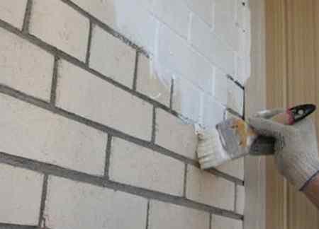 Какой краской красить кирпичную стену