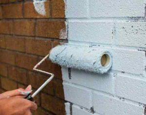 Покраска кирпичной стены: подготовка, выбор краски, технология