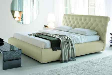 Выбор кровати: форма и размер
