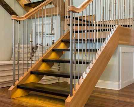 Монтаж деревянной лестницы в доме своими руками