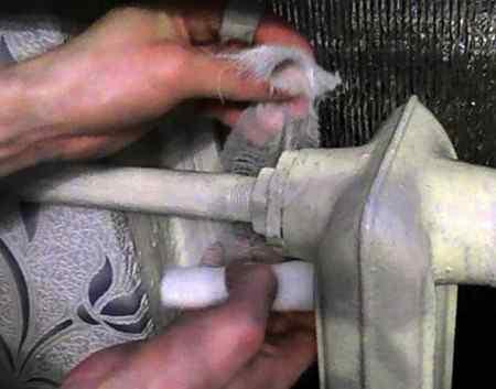 Как устранить течь в водопроводе