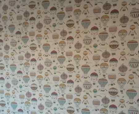 Как выбрать цвет обоев для кривых стен