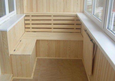 Отделка балкона паркетной доской: плюсы и минусы