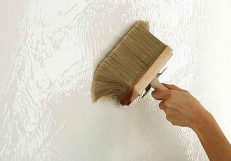 Нужно ли грунтовать стены под обои